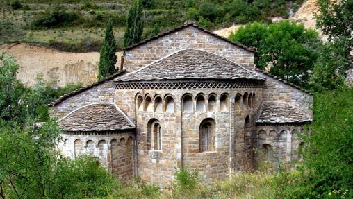 El bello exterior del monasterio de Santa María