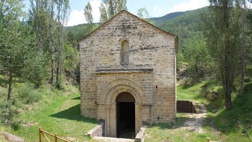La entrada principal de San Adrián, bajo el nivel del suelo