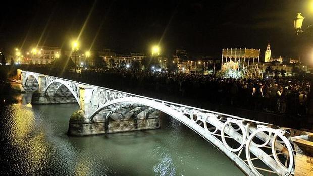 El puente de Triana durante la Semana Santa