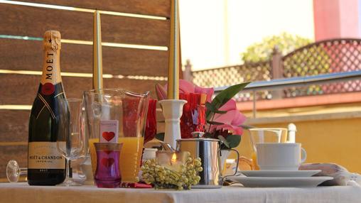 Desayuno en la terraza del Hotel Alminar