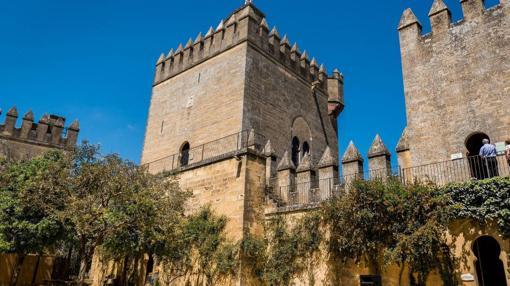 Torres y almenas del castillo de Amodóvar del Río