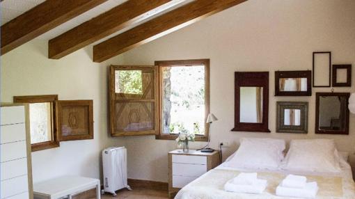 Una habitación de La Casa de los Moyas, en Olba (Teruel)