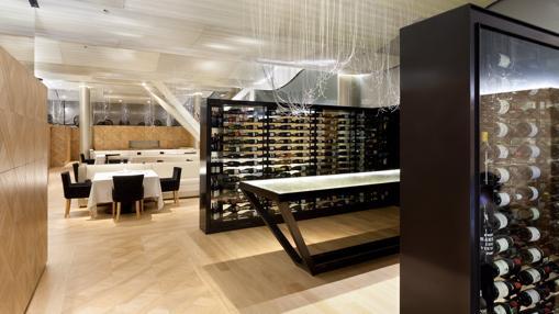 Vista del restaurante Lasarte, en Barcelona. El proyecto de rehabilitación, realizado hace pocomás de un año, fue obra de los arquitectos Oscar Tusquets, Carles Bassó y Tote Moreno y el interiorismo, una colaboración de Oscar Tusquets y Mercè Borrell