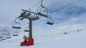 Sierra Nevada empieza fuerte: 30 km esquiables este sábado