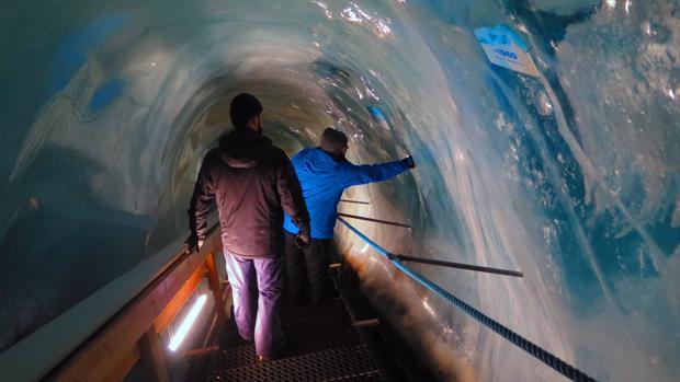 Descenso a la gruta de Saas-Fee