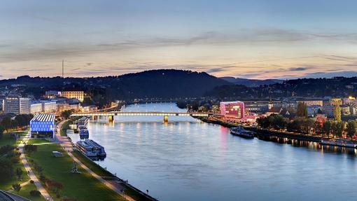 Lentia, una zona moderna de luces y compras en Linz