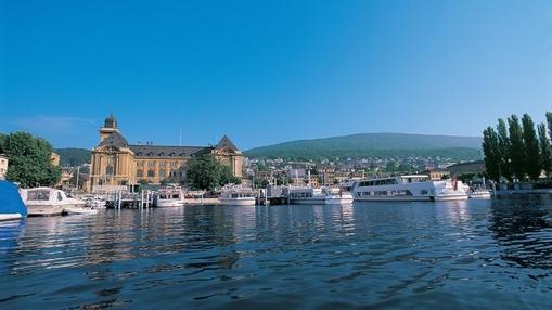 El Neuenburgersee es el lago más grande situado completamente en Suiza
