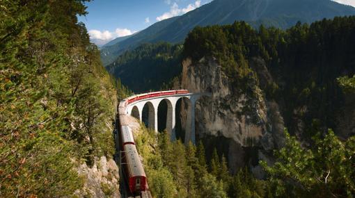 El espectacular trazado del ferrocarril rético de Albula-Bernina