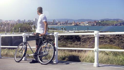 Un cicloturista en la Senda del Cervigón