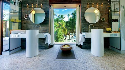 El baño de una de las villas de The Brando
