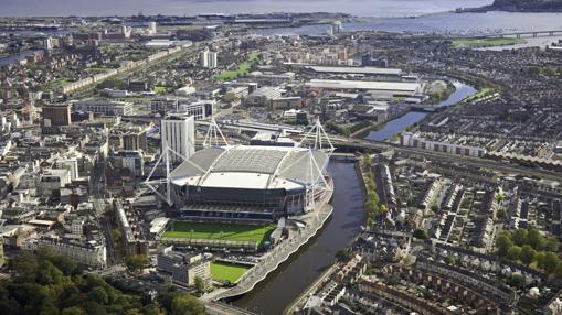 Foto aérea de Cardiff, con el Millenium Stadium en primer plano