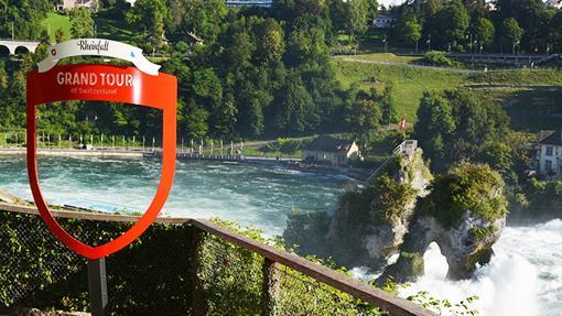 Con 150 metros de anchura y 23 metros de profundidad, rugen las cataratas más grandes de Europa, junto al Castillo de Laufen