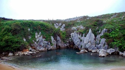 La playa Gulpiyuri