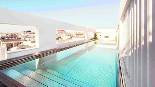 Piscina del hotel Mercer, en Sevilla
