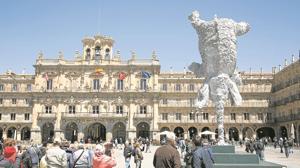 El «Gran Elefantdret» de Barceló en la Plaza Mayor salmantina
