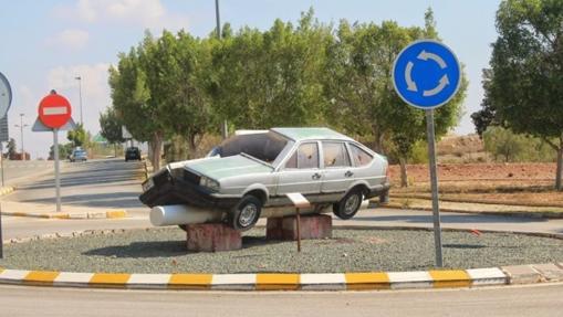 Rotonda del coche partido, en Murcia