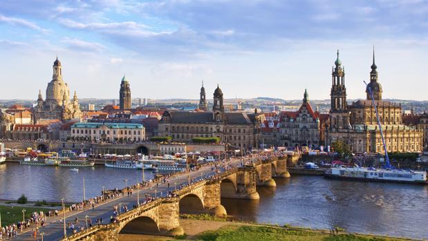 Vista panorámica del puente de Augusto y la Ciudad Vieja de Dresde