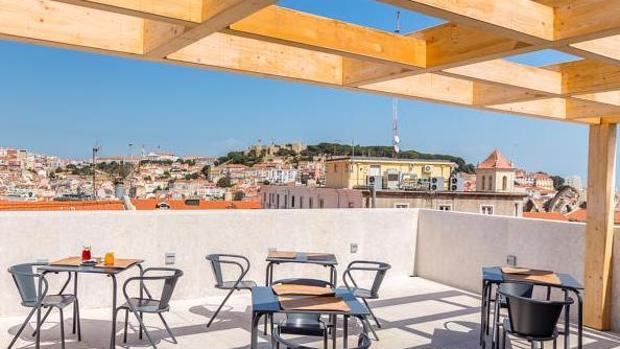 Terraza del hotel Pessoa, en Lisboa