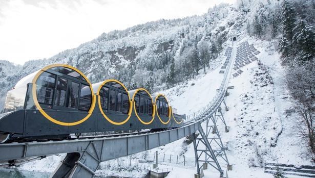 El nuevo funicular más empinado en el mundo, el Stoos Bahn