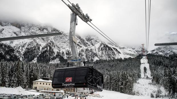 ista de una cabina del nuevo teleférico de la montaña Zugspite durante su ceremonia de inauguración en Garmisch-Partenkirchen (Alemania)