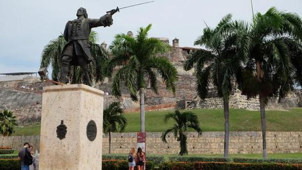 Estatua de Blas de Lezo ante el Castillo de San Felipe, la más formidable fortaleza construida por España en América