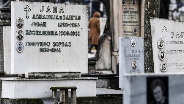 Detalle de la tumba de Georgios Zorbas, conocido como Zorba el Griego, en el cementerio de Skopje (Antigua República Yugoslava de Macedonia)