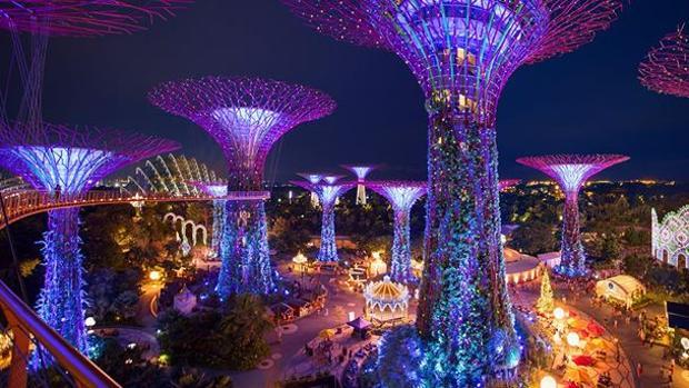 Imagen de los gigantescos árboles artificiales de Gardens by the Bay, en Singapur