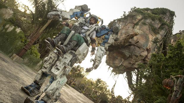 Traje mecánico de 4,2 toneladas estrenado el 22 de abril en Pandora, el parque temático de Disney inspirado en Avatar