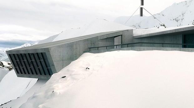Exterior de la instalación construida por Obermoser Architects, en los Alpes austriacos