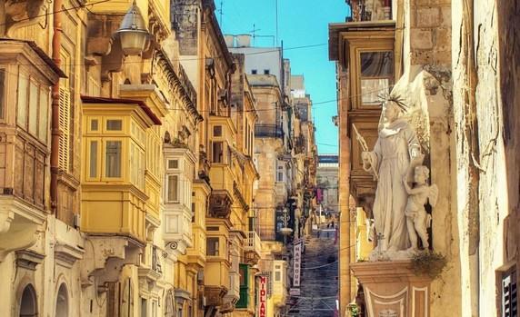 Malta sorprende al visitante con sus vistas increíbles y sus edificios, testigos de una historia milenaria