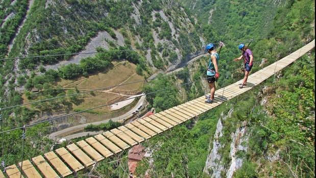 Vía ferrata de Puente Vidosa, sobre el Desfiladero de los Beyos, Asturias