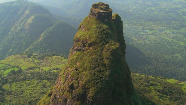 Kalavantin Durg es un antiguo fuerte construido en la cumbre de un enorme risco