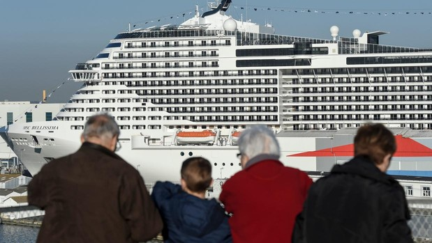 El «MSC Bellissima», en el puerto de Saint-Nazaire (Francia), el pasado 27 de febrero